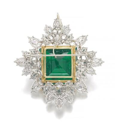 View 3. Thumbnail of Lot 175. Harry Winston | Impressive Emerald and diamond brooch/pendant combination | 祖母綠配鑽石別針/吊墜組合.