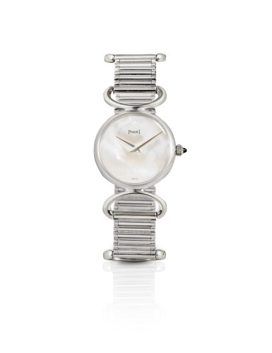 PIAGET | LADY'S MOTHER-OF-PEARL WRISTWATCH [MONTRE DE DAME NACRE]