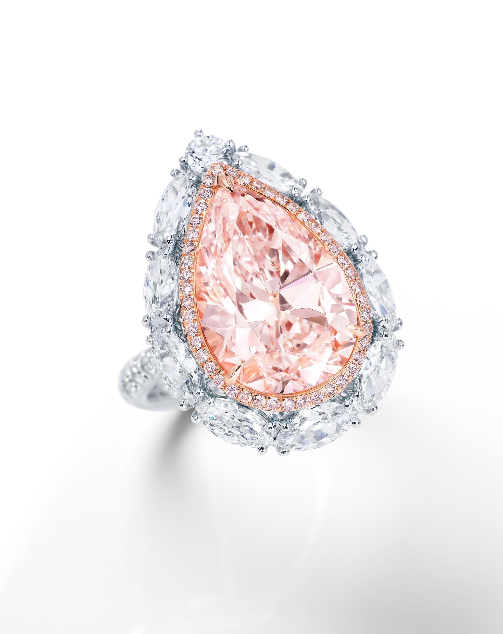 View full screen - View 1 of Lot 1618. LIGHT PINK DIAMOND AND DIAMOND RING | 7.33卡拉 淡粉紅色鑽石 配 鑽石 戒指.