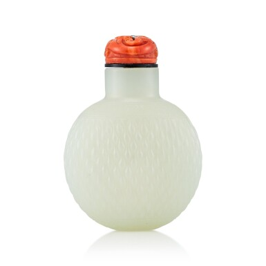 View 2. Thumbnail of Lot 3031. A White Jade 'Basket-Weave' Snuff Bottle Qing Dynasty, 18th - 19th Century | 清十八至十九世紀 白玉竹簍紋鼻煙壺.
