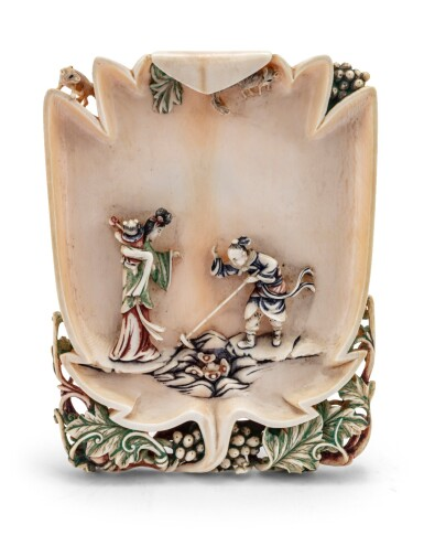 View 4. Thumbnail of Lot 75. Deux rince-pinceaux pinceaux en ivoire sculpté et polychrome Dynastie Qing, XVIIIE-XIXE siècle | 清十八至十九世紀 染色象牙雕人物故事圖筆掭一對 | Two carved and stained ivory leaf-shaped brush washers, Qing Dynasty, 18th-19th century.