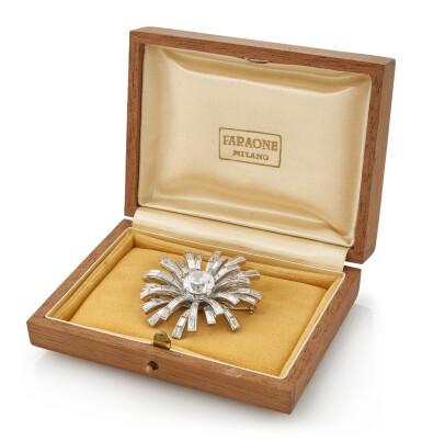 DIAMOND AND DIAMOND SIMULANT BROOCH   (SPILLA IN DIAMANTI E IMITAZIONE DI UN DIAMANTE)