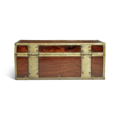 View 4. Thumbnail of Lot 115. A 'huanghuali' document box (Xiaoxiang), Qing dynasty, 18th / 19th century | 清十八 / 十九世紀 黃花梨長方形小箱.