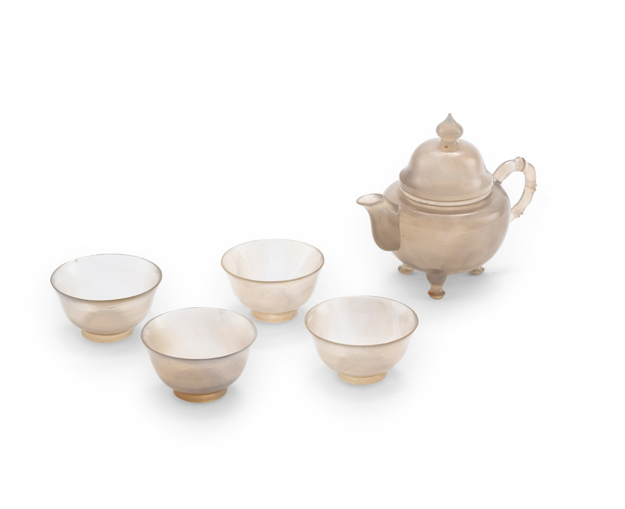 View 1 of Lot 115. Petite théière couverte et quatre petites coupelles en agate Fin de la dynastie Qing   清晚期 瑪瑙茶壺及盃一套五件   A small agate teapot and four cups, Late Qing Dynasty.