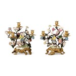 A PAIR OF MEISSEN PORCELAIN MOUNTED GILT-BRONZE AND TOLE-PEINTE THREE-LIGHT CANDELABRA, THE PORCELAIN AND MOUNTS, MID-18TH CENTURY
