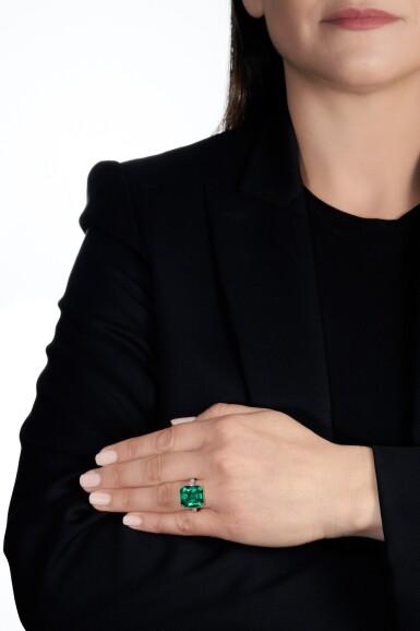 View 4. Thumbnail of Lot 137. Harry Winston   Emerald and diamond ring   海瑞溫斯頓   祖母綠配鑽石戒指.