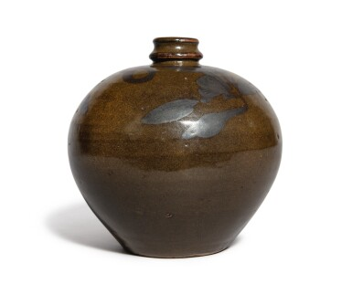 View 2. Thumbnail of Lot 108. An iron-brown-decorated teadust-glazed vase, Jin dynasty | 金 茶葉末釉鐵鏽花紋小口瓶.