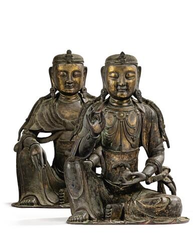 View 13. Thumbnail of Lot 14. IMPORTANTE ET TRÈS RARE PAIRE DE STATUETTES DE BODHISATTVA EN BRONZE PARTIELLEMENT DORÉ XIVE SIÈCLE | 十四世紀 鎏金銅菩蕯坐像一對 連   清十八世紀 漆金木雕須彌座一對| An important and very rare pair of parcel-gilt bronze figures of Bodhisattva, 14th century; together with a pair of lacquer-gilt thrones, Qing Dynasty, 18th century.