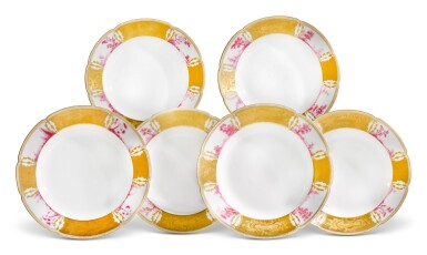 SIX PORCELAIN DINNER PLATES FROM THE PURPLE SERVICE, IMPERIAL PORCELAIN FACTORY, ST PETERSBURG, PERIOD OF NICHOLAS II (1894-1917)