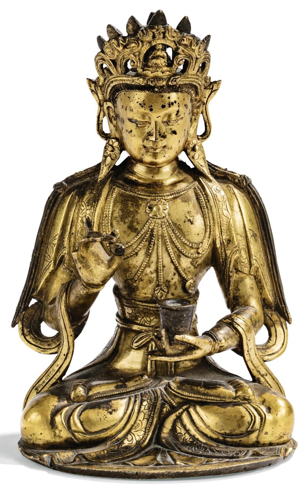 PETITE STATUETTE DE GUANYIN EN BRONZE DORÉ DYNASTIE MING | 明 鎏金銅觀音坐像 | A small gilt-bronze figure of Guanyin, Ming Dynasty