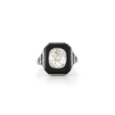View 1. Thumbnail of Lot 20. Bague onyx et diamant | Onyx and diamond ring.