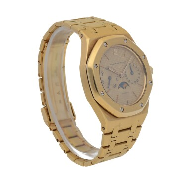View 3. Thumbnail of Lot 520. Royal Oak, Ref. 25594BA Yellow gold wristwatch with day, date, moon phases and bracelet Circa 1990   愛彼 25594BA型號「Royal Oak」黃金鍊帶腕錶備日期、星期及月相顯示,年份約1990.