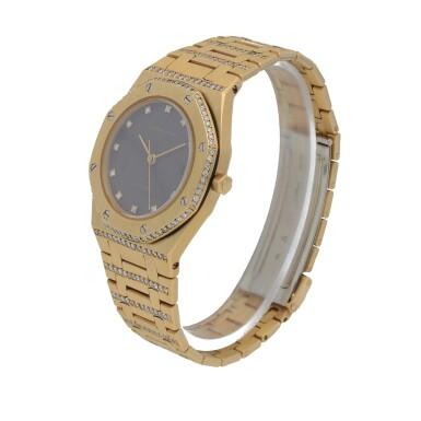 View 2. Thumbnail of Lot 519. Royal Oak Yellow gold and diamond-set wristwatch with date and bracelet Circa 1985 | 愛彼 「Royal Oak」黃金鑲鑽石鍊帶腕錶備日期顯示,年份約1985.