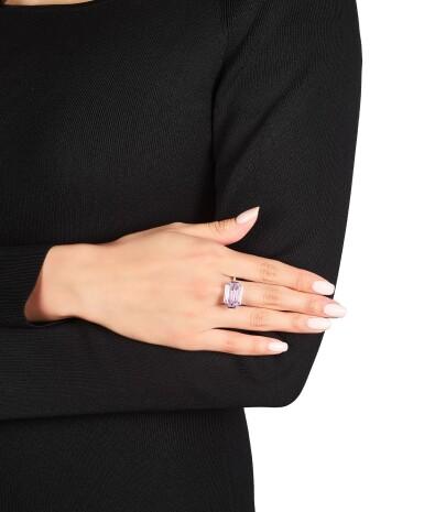 View 3. Thumbnail of Lot 1759. Sotheby's Diamonds by Joseph Ramsay | 'Dam' Fancy Intense Purplish Pink Diamond and Diamond Ring | 「蘇富比鑽石」Joseph Ramsay 設計 |「傾城」7.00克拉 濃彩紫粉紅色 內部無瑕 鑽石 配 鑽石 戒指.
