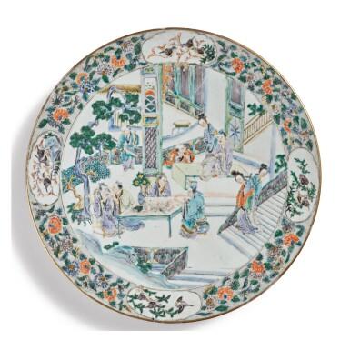 A CHINESE FAMILLE-VERTE DISH, QING DYNASTY, 18TH CENTURY | 清十八世紀 五彩人物故事圖盤