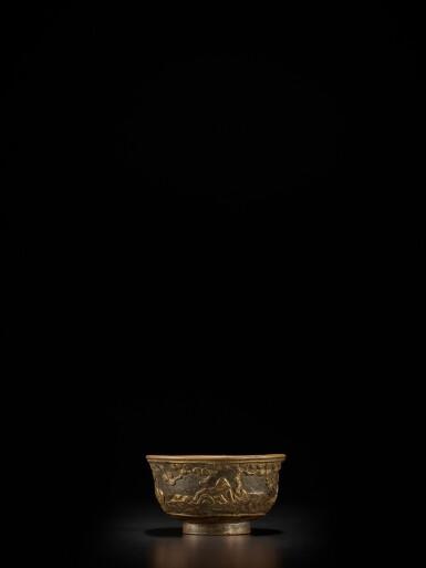 View 2. Thumbnail of Lot 124. A small parcel-gilt-bronze cup, Ming dynasty, Wanli period, dated renzi year, corresponding to 1612 | 明萬曆壬子年(1612年) 銅局部鎏金松下高士圖小盃 《萬曆壬子》款.
