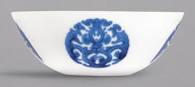 A FINE AND RARE BLUE AND WHITE 'DRAGON MEDALLION' BOWL, YONGZHENG MARK AND PERIOD  清雍正 青花團夔龍紋臥足盌 《大清雍正年製》款