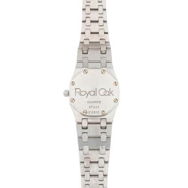 View 4. Thumbnail of Lot 506. Royal Oak White gold and diamond-set wristwatch with date and bracelet Circa 1995 | 愛彼 「Royal Oak」白金鑲鑽石鍊帶腕錶備日期顯示,年份約1995.