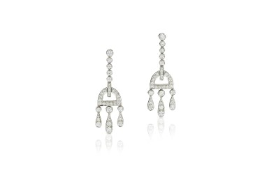 PAIR OF DIAMOND PENDENT EARRINGS, TIFFANY & CO. | 鑽石吊耳環一對, 蒂芙尼 ( Tiffany & Co. )