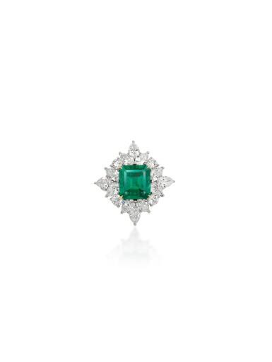View 5. Thumbnail of Lot 1725. EMERALD AND DIAMOND PARURE | 天然「哥倫比亞」無油祖母綠 配 鑽石 套裝 (祖母綠及鑽石共重47.85及71.09卡拉).