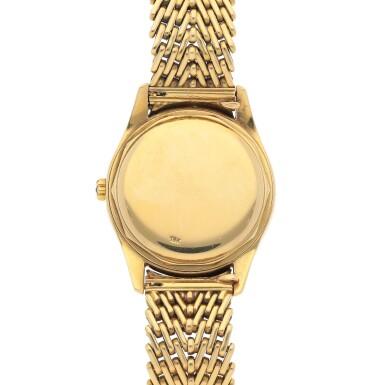 View 4. Thumbnail of Lot 79. Ref. 2526J Retailed by Beyer: Yellow gold wristwatch with enamel dial and bracelet Made in 1954 | 零售商為Beyer:百達翡麗 2526J型號黃金鍊帶腕錶配琺瑯錶盤,1954年製.