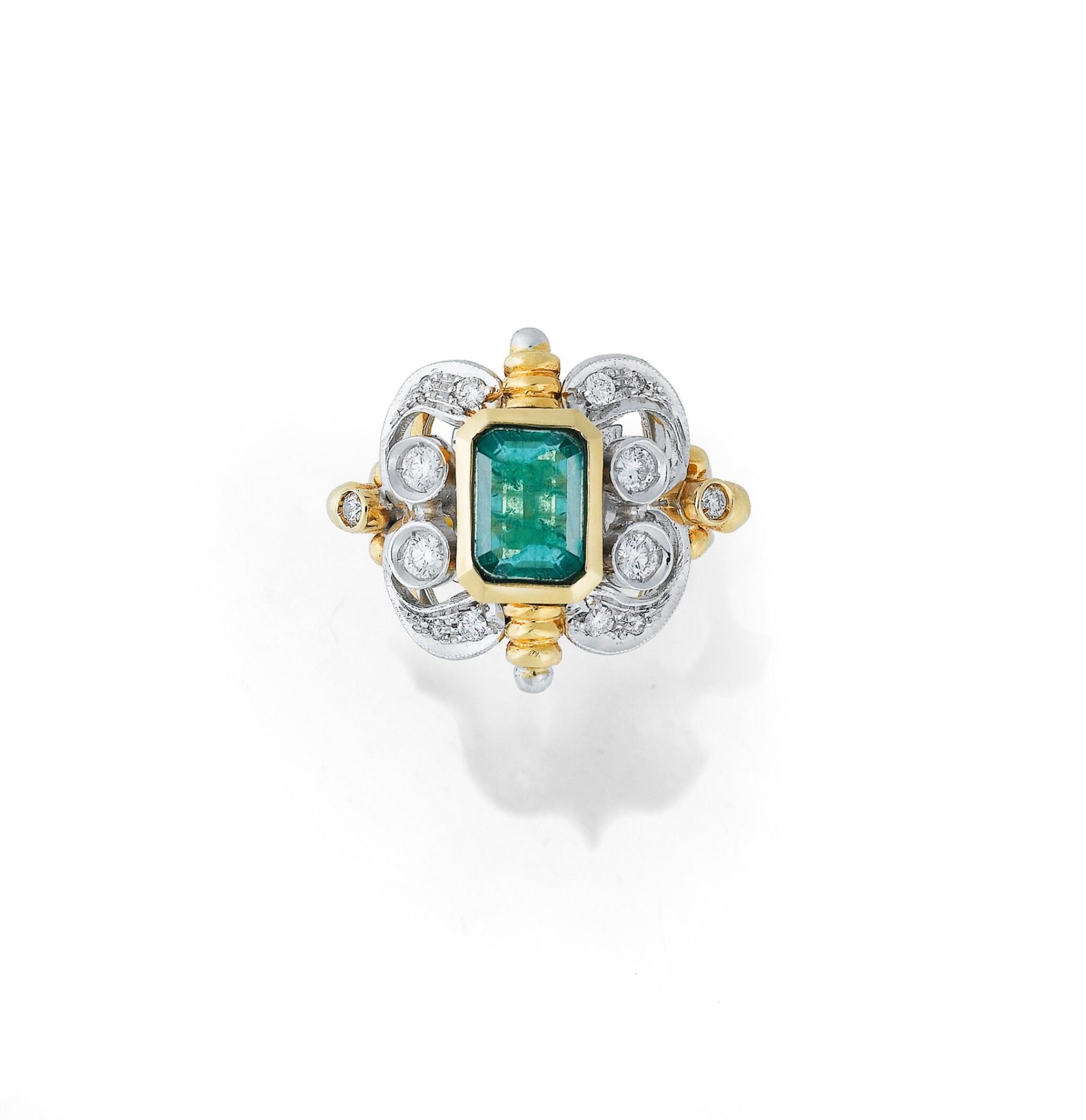 View full screen - View 1 of Lot 7. BAGUE ÉMERAUDE ET DIAMANTS | EMERALD AND DIAMOND RING.