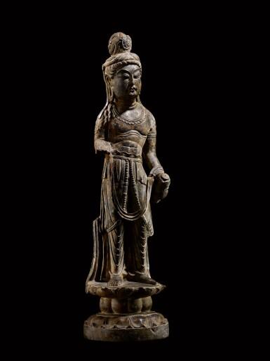 View 2. Thumbnail of Lot 20. An important and magnificent pair of grey limestone figures of Bodhisattvas, Mahasthamaprapta and Avalokiteshvara,  Early Tang dynasty, era of Empress Wu Zetian | 唐初高宗至武周時期 石灰岩雕大勢至與觀世音菩薩立像一對.