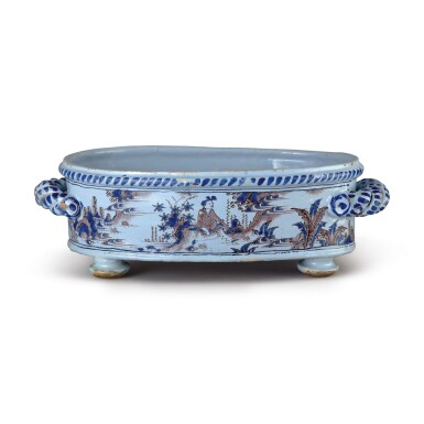 A FRENCH FAIENCE OVAL FOOTED BASIN, LATE 17TH CENTURY