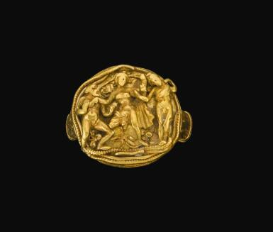 A HELLENISTIC GOLD RING WITH RELIEF DECORATION, CIRCA 3RD CENTURY B.C.