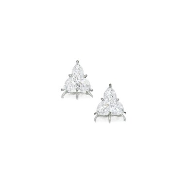PAIR OF DIAMOND EARRINGS | 鑽石耳環一對