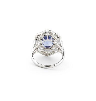 View 2. Thumbnail of Lot 32. BAGUE SAPHIR À CHANGEMENT DE COULEUR ET DIAMANTS |  COLOUR CHANGE SAPPHIRE AND DIAMOND RING.