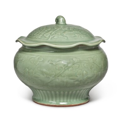 View 4. Thumbnail of Lot 89. A 'Longquan' celadon-glazed 'lotus' jar and cover, Late Yuan / early Ming dynasty | 元末 / 明初 龍泉窰青釉纏枝蓮紋蓋罐.