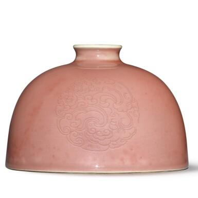 View 3. Thumbnail of Lot 136. A peachbloom-glazed 'beehive' waterpot, Kangxi mark and period   清康熙 豇豆紅釉團龍紋太白尊  《大清康熙年製》款.