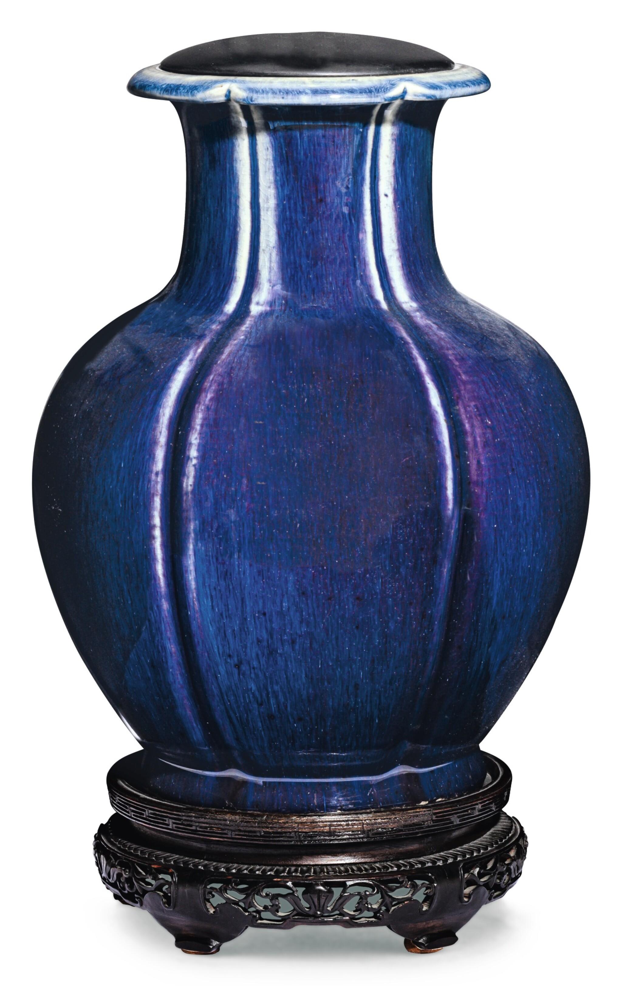 View full screen - View 1 of Lot 15. VASE EN PORCELAINE À GLAÇURE FLAMMÉE ET BRÛLE-PARFUM EN PORCELAINE À GLAÇURE BLEUE DYNASTIE QING, XIXE SIÈCLE   清十九世紀 窰變釉石榴瓶 及 清十九世紀 藍釉三足爐   A flambe-glazed 'pomegranate' lobed vase and a blue-glazed tripod censer, Qing Dynasty, 19th century.