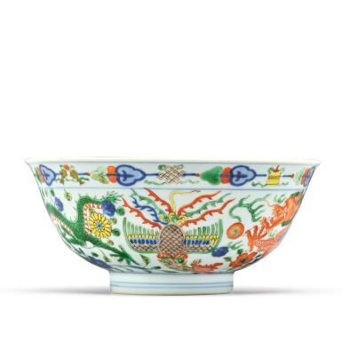 View 4. Thumbnail of Lot 174. A wucai 'dragon and phoenix' bowl, Qianlong seal mark and period | 清乾隆 五彩龍鳳呈祥紋盌  《大清乾隆年製》款.