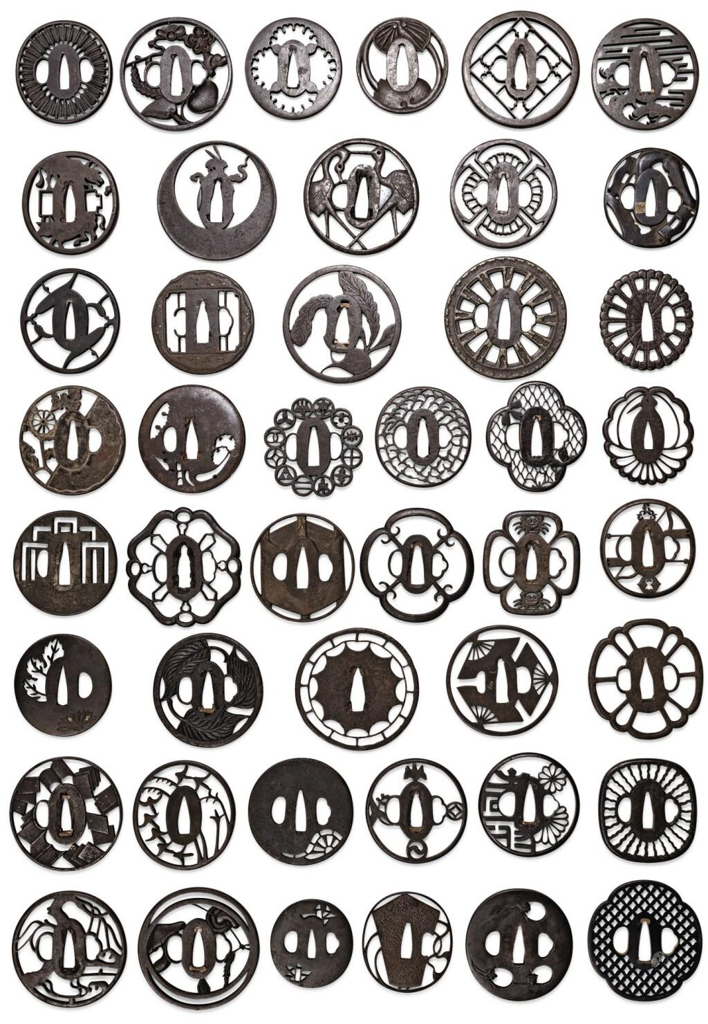 ENSEMBLE DE QUARANTE-CINQ TSUBA EN FER JAPON, ÉPOQUE EDO/MEIJI | A group of forty-five iron tsuba, Japan, Edo/Meiji period