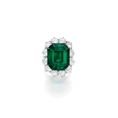 View 1. Thumbnail of Lot 1795. AN IMPORTANT EMERALD AND DIAMOND RING, MOUNT BY HARRY WINSTON  16.04卡拉 天然 「哥倫比亞」祖母綠 配 鑽石 戒指, 海瑞溫斯頓鑲嵌 ( Monture Harry Winston ).