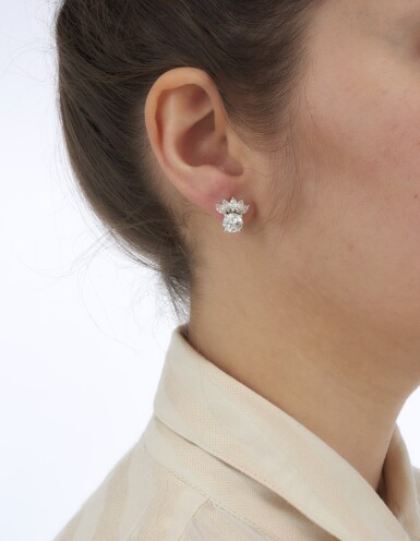 PAIR OF DIAMOND EARRINGS (PAIO DI ORECCHINI IN DIAMANTI)