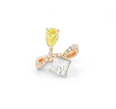 View 1. Thumbnail of Lot 137. BAGUE DIAMANT FANCY VIVID YELLOW ET DIAMANTS | FANCY VIVID YELLOW DIAMOND AND DIAMOND RING.