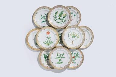 TWELVE ROYAL COPENHAGEN 'FLORA DANICA' DINNER PLATES, LATE 19TH CENTURY AND LATER