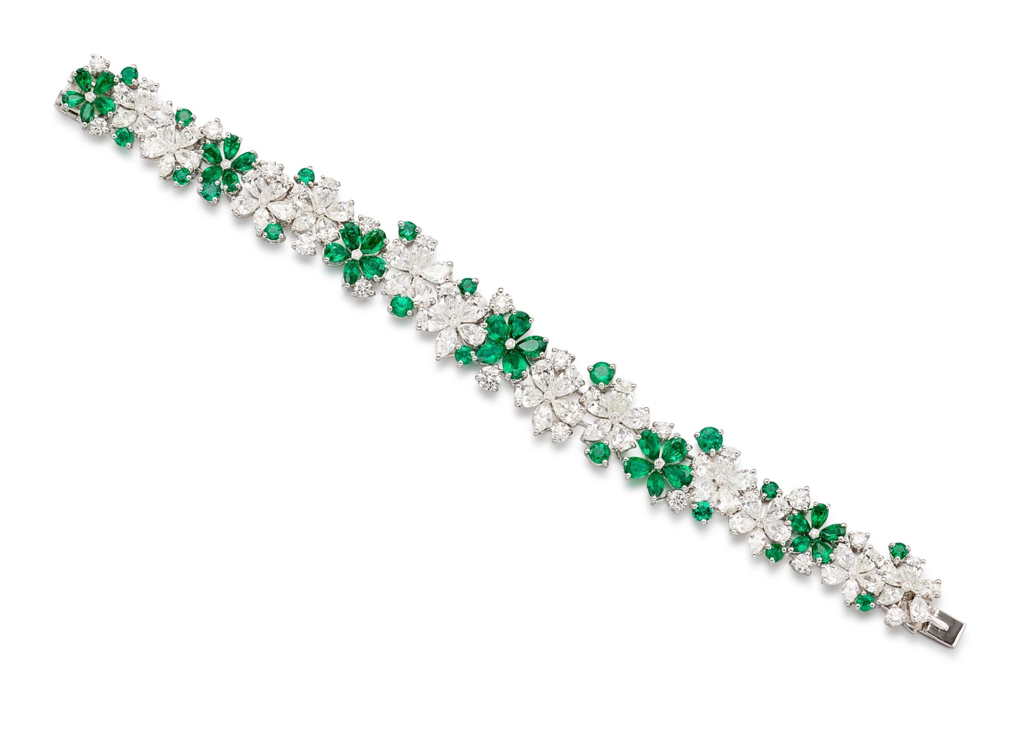 View full screen - View 1 of Lot 1020. 'Carissa' Emerald and Diamond Bracelet | 格拉夫| 'Carissa' 祖母綠 配 鑽石 手鏈 (祖母綠及鑽石共重約9.30及17.40克拉).