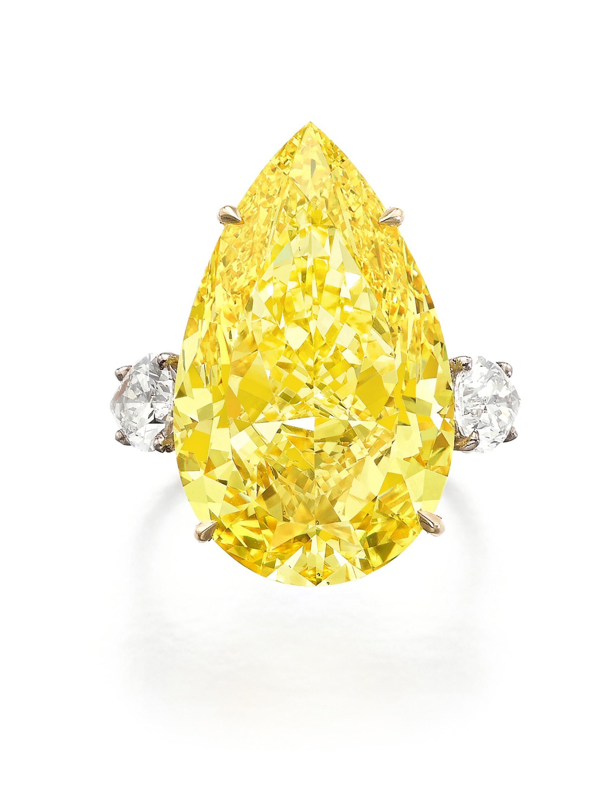 View full screen - View 1 of Lot 158. Exceptional fancy vivid yellow diamond ring | 艷彩黃色鑽石戒指.