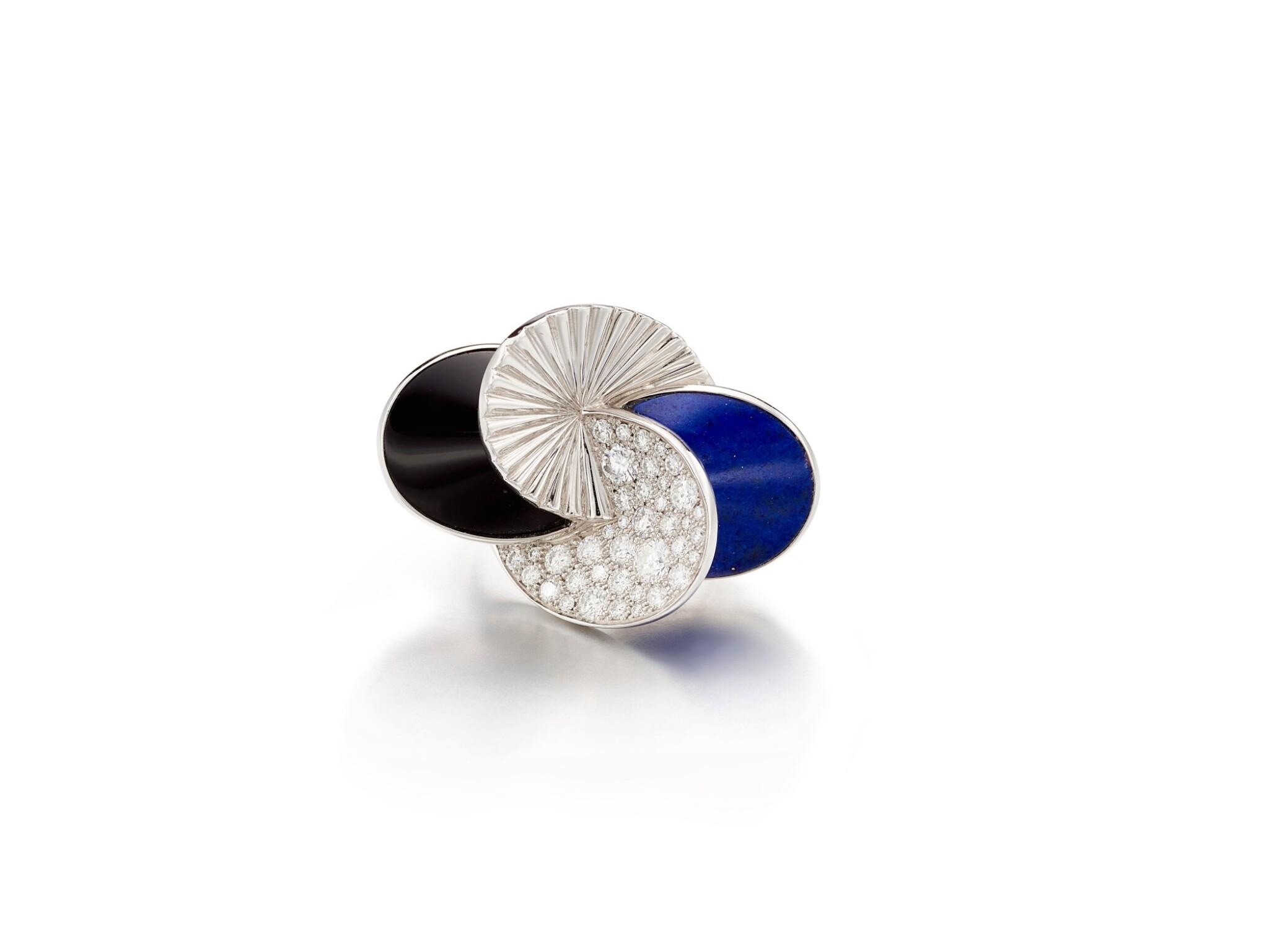 View full screen - View 1 of Lot 1668. Lapis Lazuli, Onyx and Diamond Ring | 卡地亞 | 青金石 配 縞瑪瑙 及 鑽石 戒指.