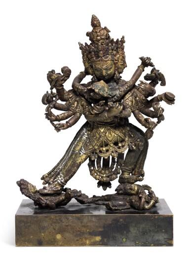 A GILT-COPPER ALLOY FIGURE OF CHAKRASAMVARA NEPAL, 16TH CENTURY | 尼泊爾 十六世紀 鎏金銅勝樂金剛像