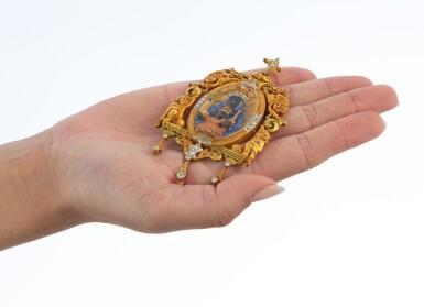 View 4. Thumbnail of Lot 37. Pendentif ivoire, écaille de tortue et diamants   Ivory, tortoiseshell and diamond pendant.