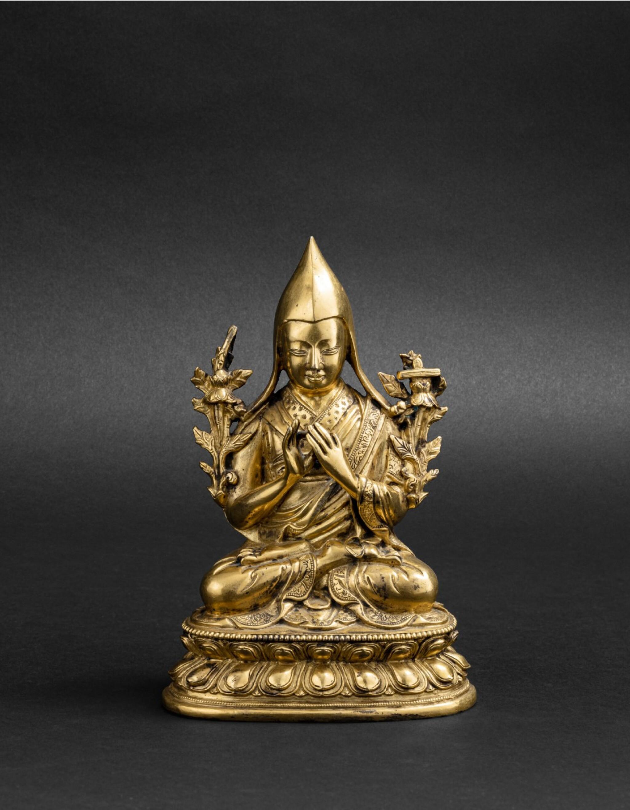 View 1 of Lot 46. Figure de Tsongkapa en bronze doré Dynastie Qing, XVIIIE-XIXE siècle | 清十八至十九世紀 鎏金銅宗喀巴大師坐像 | A gilt-bronze figure of Tsongkapa, Qing Dynasty, 18th-19th century.
