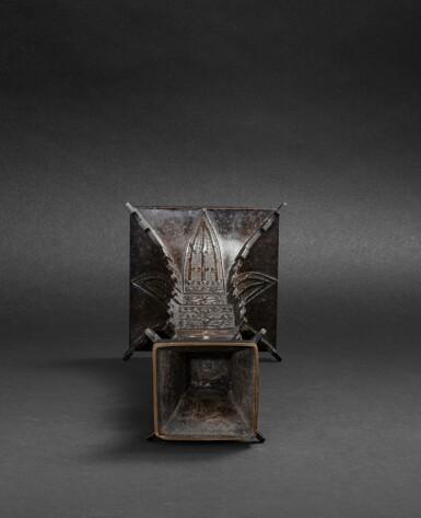 View 2. Thumbnail of Lot 79. Vase archaïsant en bronze patiné, gu Dynastie Qing, XVIIIE siècle | 清十八世紀 銅仿古紋出戟花觚 | A large bronze gu vase, Qing Dynasty, 18th century.