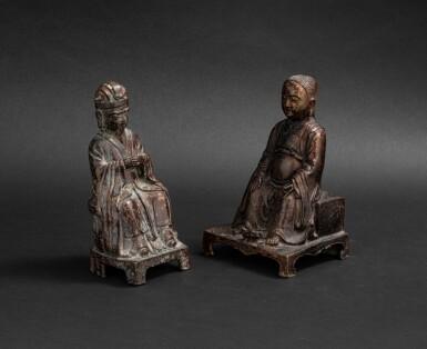 View 1. Thumbnail of Lot 105. Deux figures de dignitaire daoistes en bronze Dynastie Ming - Dynastie Qing | 明至清 銅神仙坐像兩尊 | Two bronze figures of Daoist immortals, Ming - Qing Dynasties.