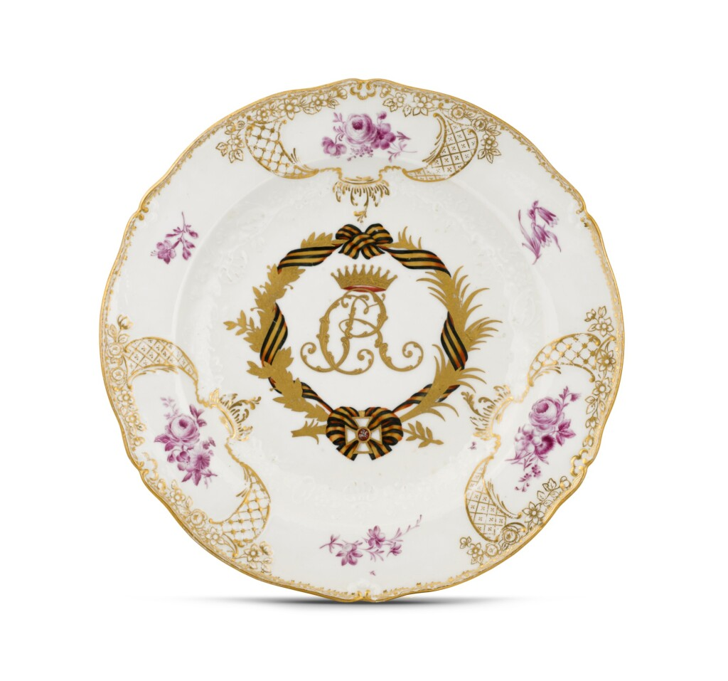 A PORCELAIN PLATE FROM THE COUNT RUMIANTSEV-ZADUNAISKI SERVICE, MEISSEN PORCELAIN FACTORY, PERIOD OF CATHERINE THE GREAT (1762-1796), CIRCA 1732-1773