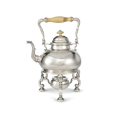 A GEORGE I SILVER KETTLE ON LAMPSTAND, EDWARD VINCENT, LONDON, 1719